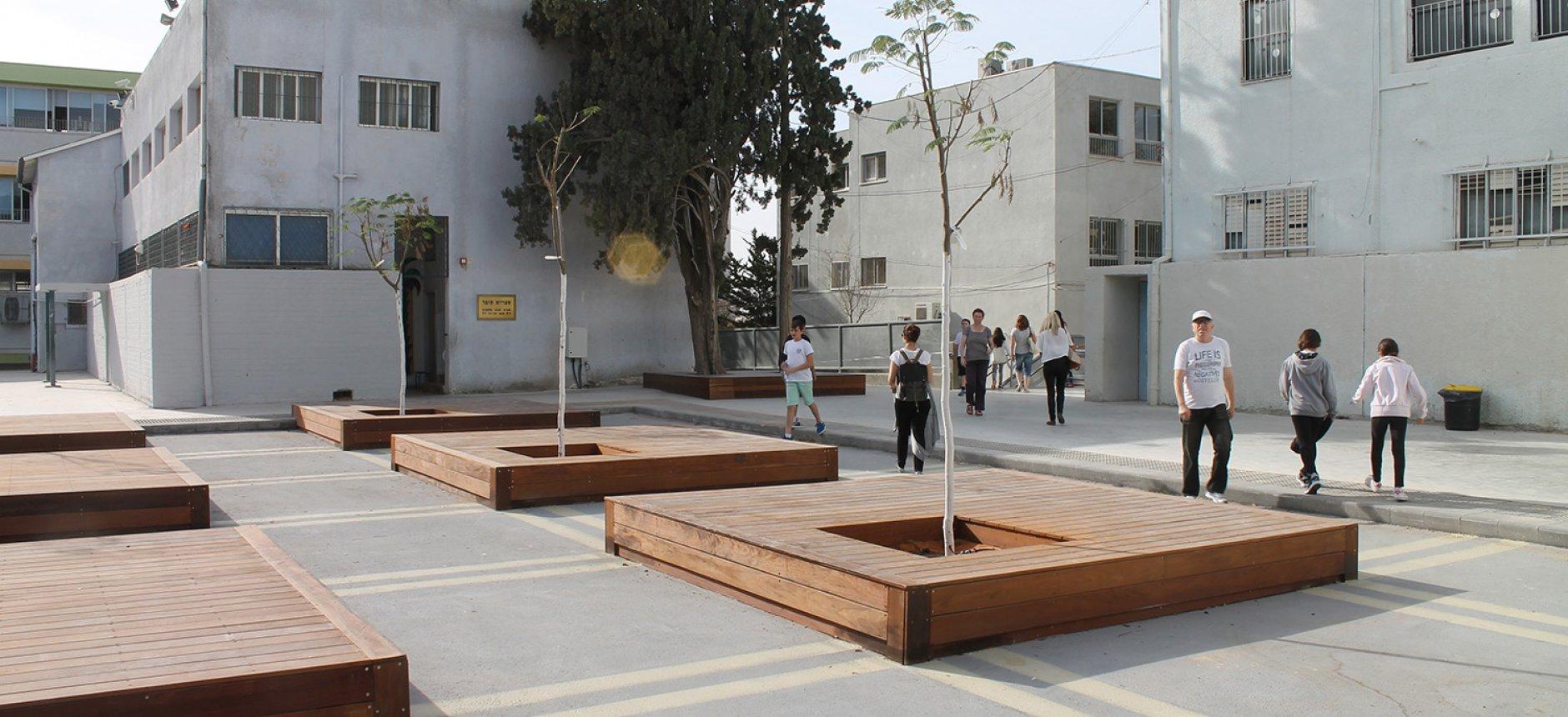 חצר בית ספר